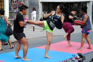 Noch mehr Muay Thai Boxen vor unserer Haustür (im Hintergrund)