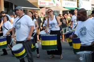 """Am Ende kamen die """"brasilianischen"""" Trommlergruppen - hier die erste"""